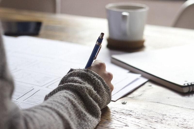 記事にしたい雑学ネタをノートなどに書き出す